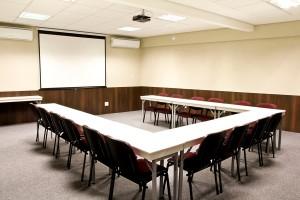 sala_treinamentos_espac3a7o_fit_eventos_50m2_u_com_mesas